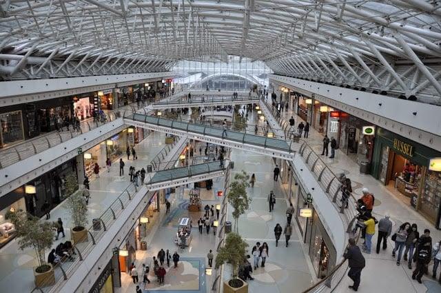 Interior do ShoppingCenter Vasco da Gama em Lisboa