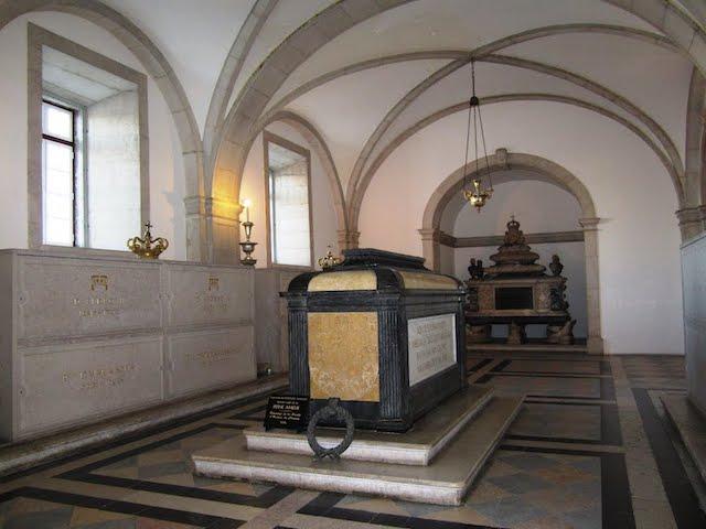 Panteão dos reis de Bragança no Mosteiro de São Vicente de Fora