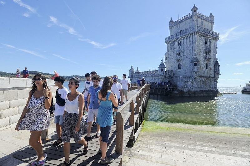 Pessoas na Torre de Belém