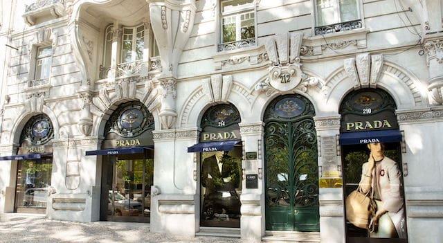 Compras na Avenida da Liberdade em Lisboa