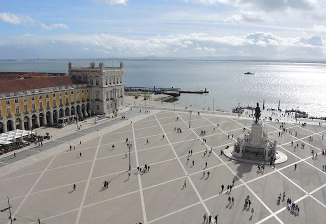 Praça do Comércio e Rio Tejo em Lisboa