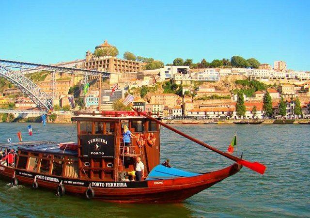 Passeio de barco pelo Rio Douro no Porto