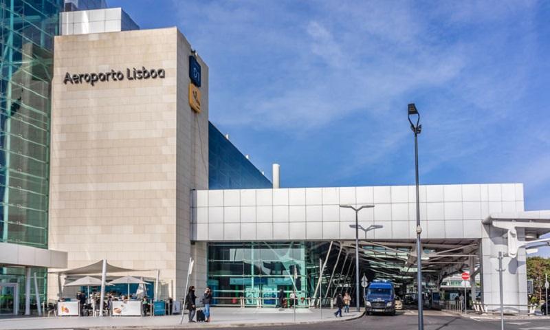 Parte externa do Aeroporto de Lisboa