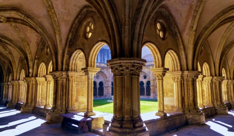 Meses de alta e baixa temporada em Coimbra