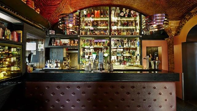 Columbos Cocktail and Wine Bar no Algarve