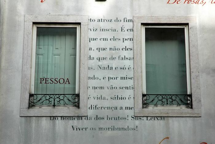 Fachada da Casa Fernando Pessoa em Lisboa