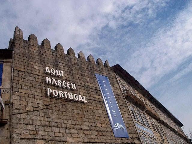 Símbolo de Guimarães - Escritura no Castelo
