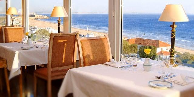 Restaurante com vista para a Praia de Carcavelos