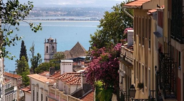 Casas e vista de Lisboa