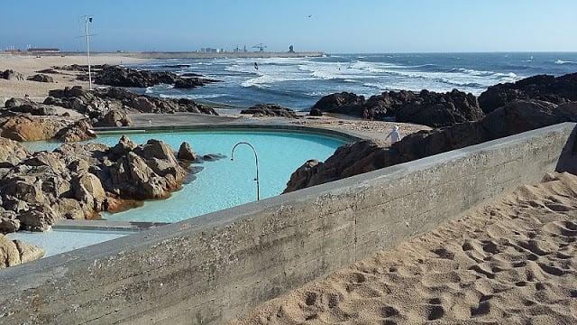 Vista da praia de Leça da Palmeira e piscina