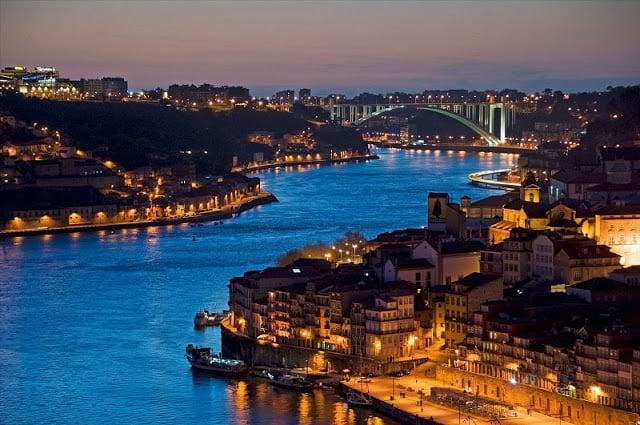 Noite na cidade do Porto - Ribeira iluminada