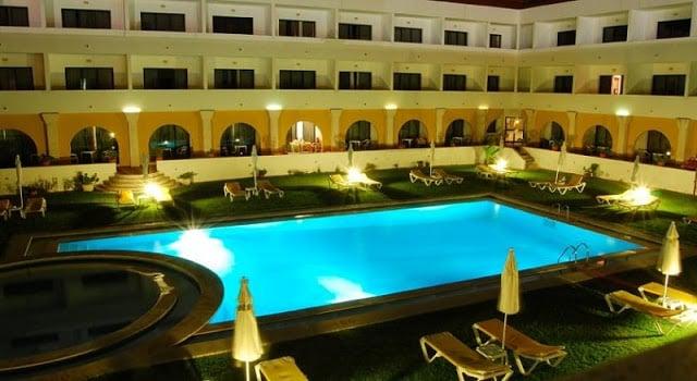 Hotel Dom Fernando em Évora - piscina exterior