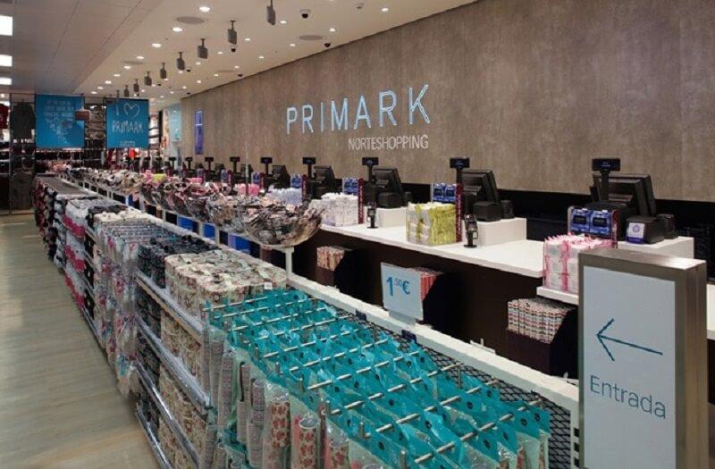 Caixa da loja Primark no Porto