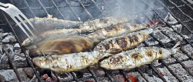 Comer sardinhas em Lisboa