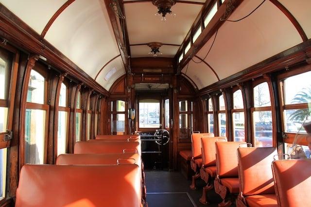 Interior do Elétrico no Porto