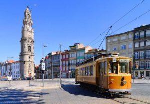 Passeio de elétrico - centro do Porto