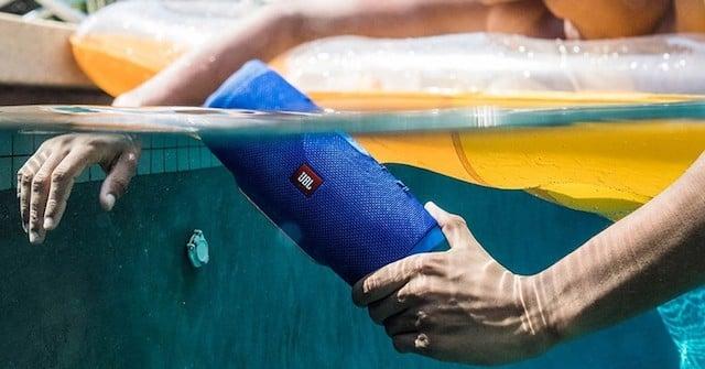 Caixa de Som JBL à prova d'água
