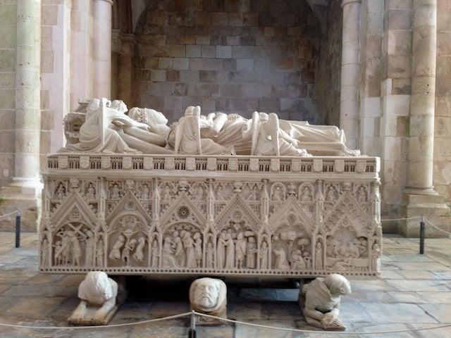 Túmulo D. Inês no Mosteiro de Alcobaça
