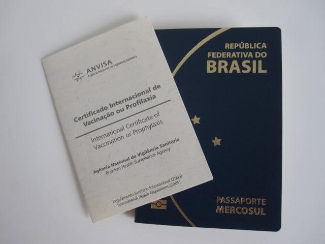 Carteira de vacinação e passaporte