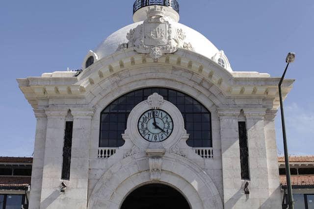 Fachada do Mercado da Ribeira em Lisboa