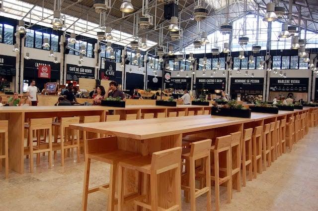 Mesas do Mercado da Ribeira em Lisboa
