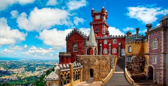 Visão lateral do Palácio da Pena, em Sintra