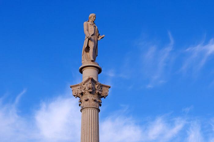 Estátua em homenagem a Bocage em Setúbal