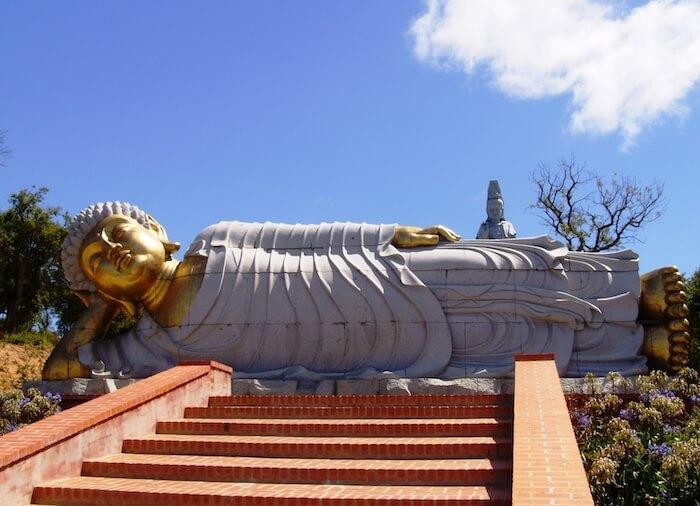 Buddha deitado no Bacalhôa Buddha Eden