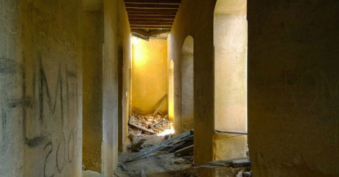 Palácio do Rei do Lixo - interior abandonado