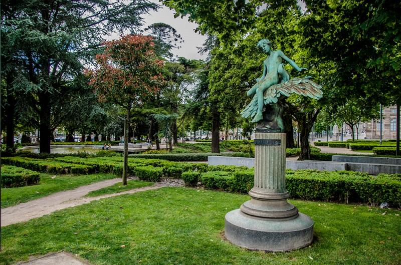 Escultura no Jardim de João Chagas no Porto