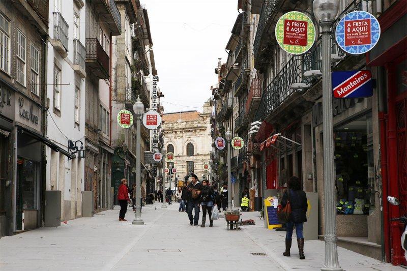 Rua de compras no Porto