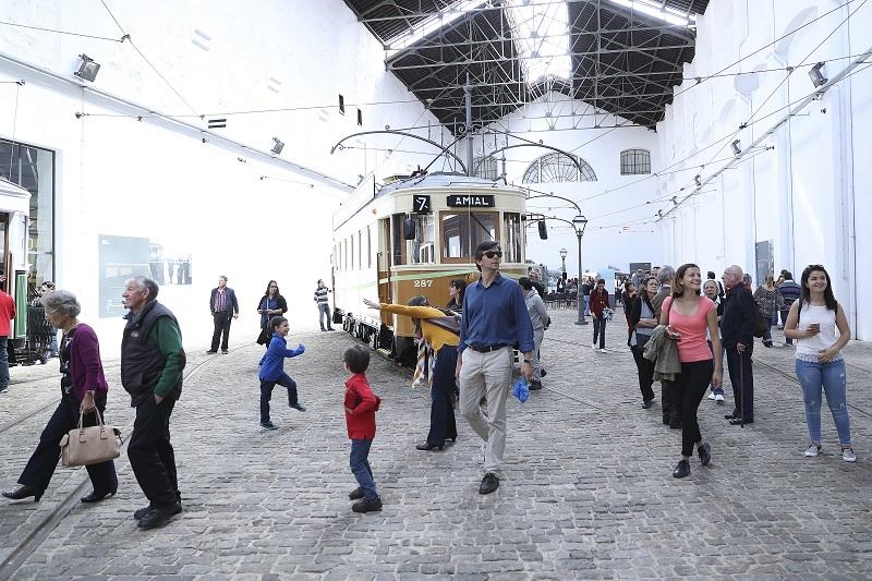 Visitantes no Museu Carro do Elétrico no Porto
