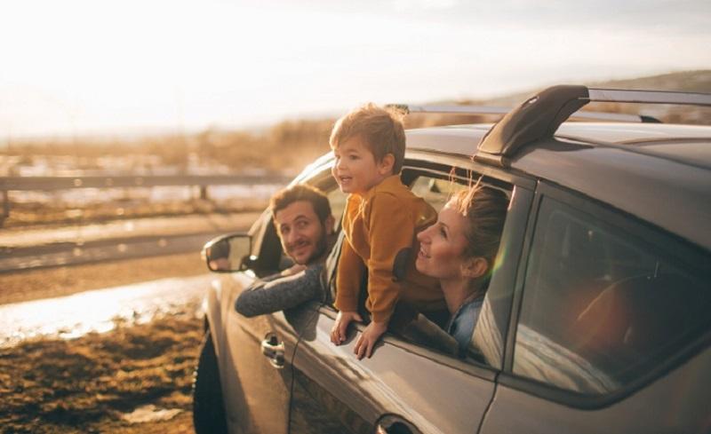 Família em carro