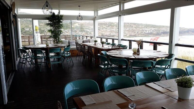 Restaurante Limpicos na Praia da Foz do Lizandro em Sintra