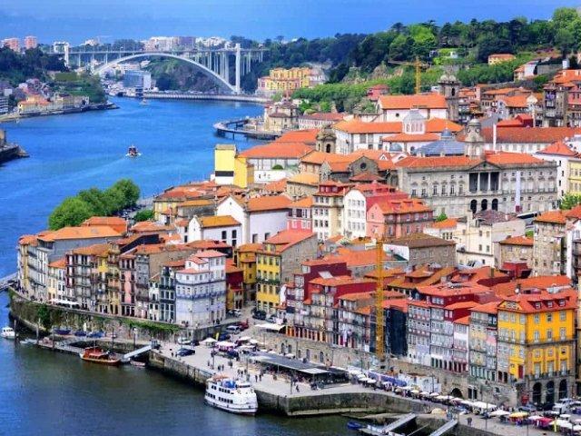 Como achar passagens aéreas muito baratas para Porto