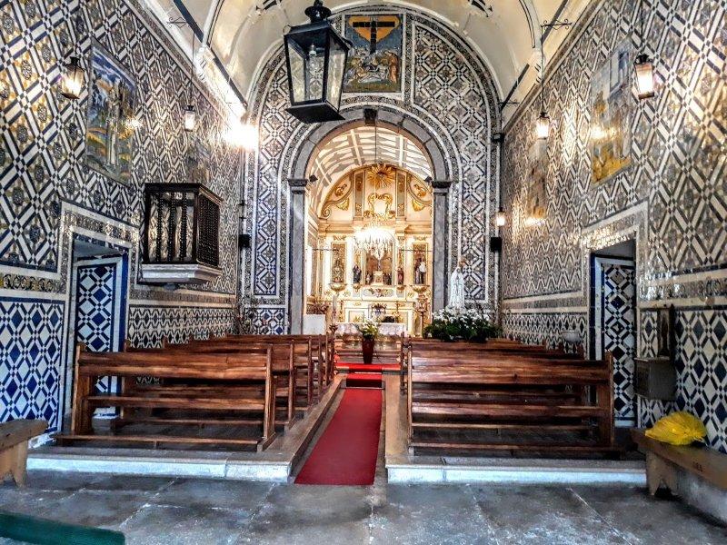 Interior da capela de Santo Antônio e Nossa Senhora das Mercês em Penedo