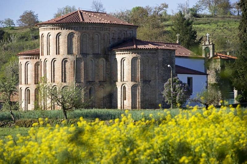 Mosteiro de Castro de Avelãs em Bragança