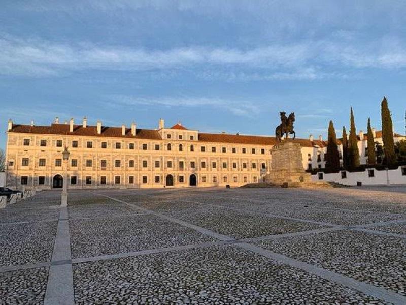 Fachada Museu-Biblioteca da Casa de Bragança