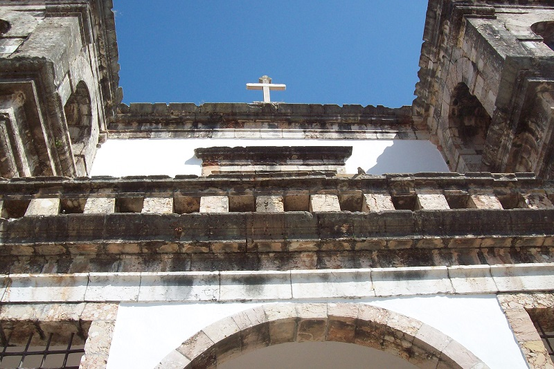 Fachada da Igreja de Santa Maria da Graça vista de baixo
