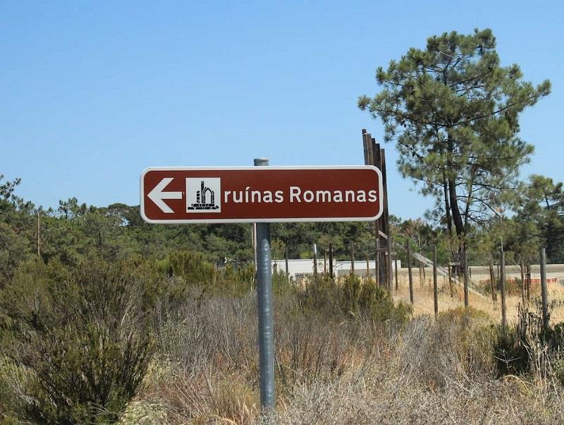 Placa indicando Ruínas Romanas de Tróia em Setúbal