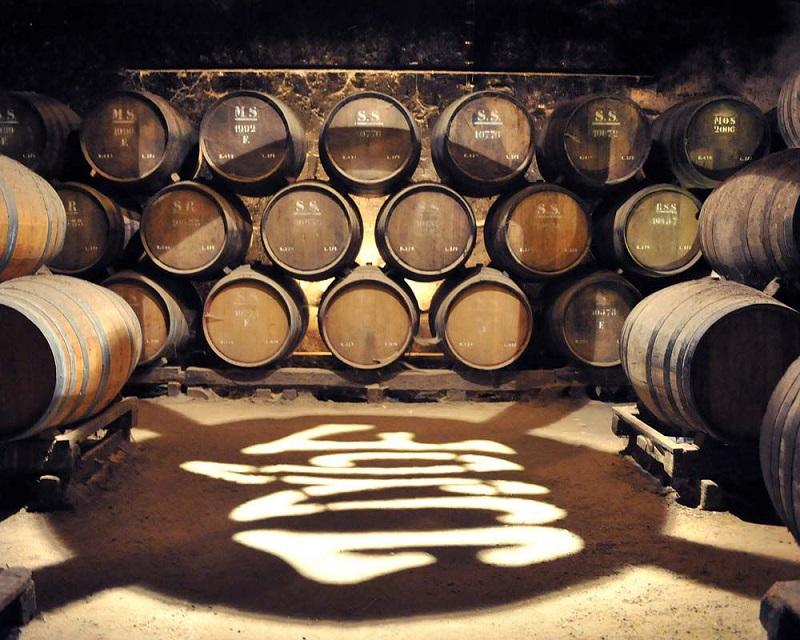 Barris de armazenamento de vinhos na Casa-Museu José Maria da Fonseca em Setúbal