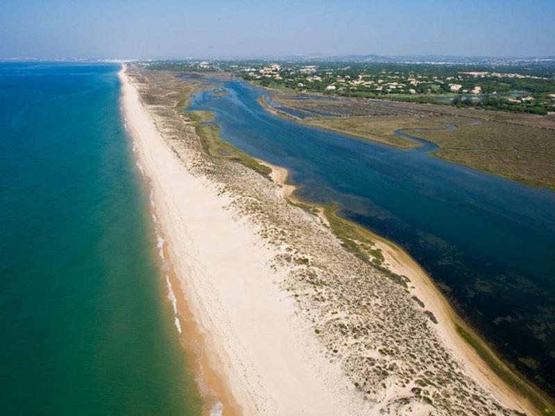 Reabertura de praias durante covid-19 em Portugal