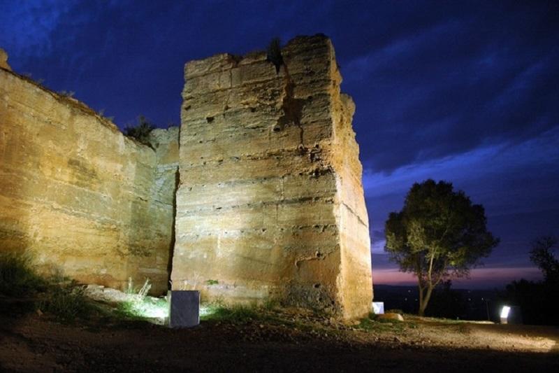 Castelo de Paderne em Albufeira à noite