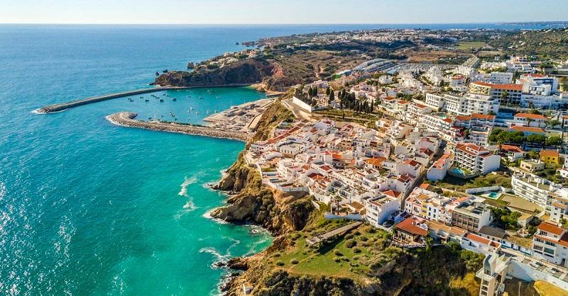 Meses de alta e baixa temporada no Algarve