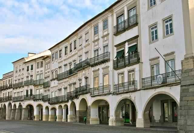 Meses de alta e baixa temporada em Évora
