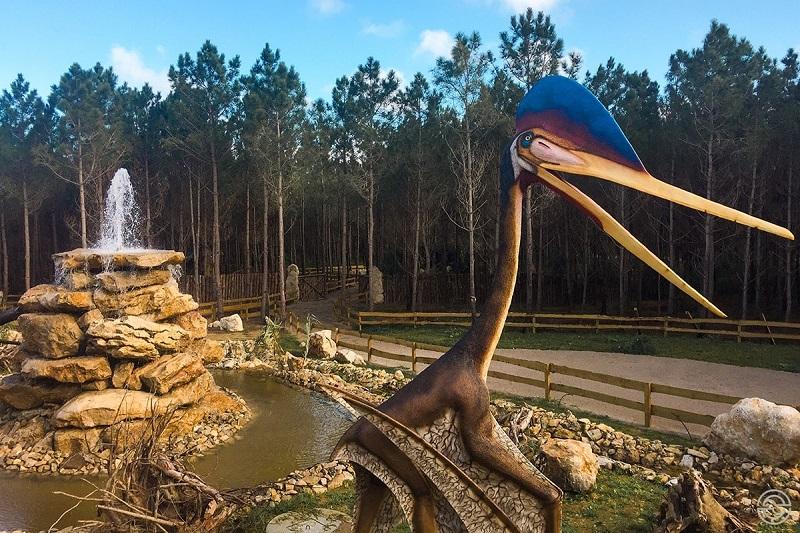 Área de aves no Dino Parque em Portugal