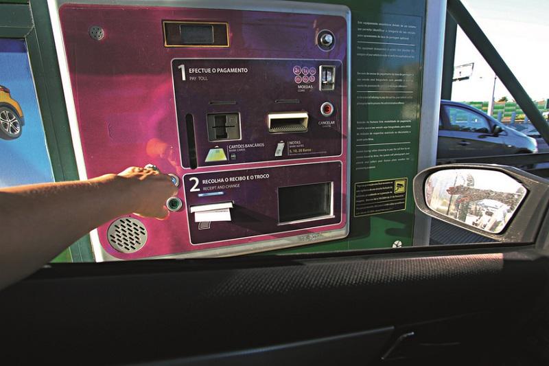 Pagamento de pedágio em máquinas