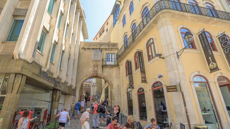 Portal para a Torre de Almedina