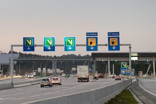 Placas de Via Verde e portagens normais