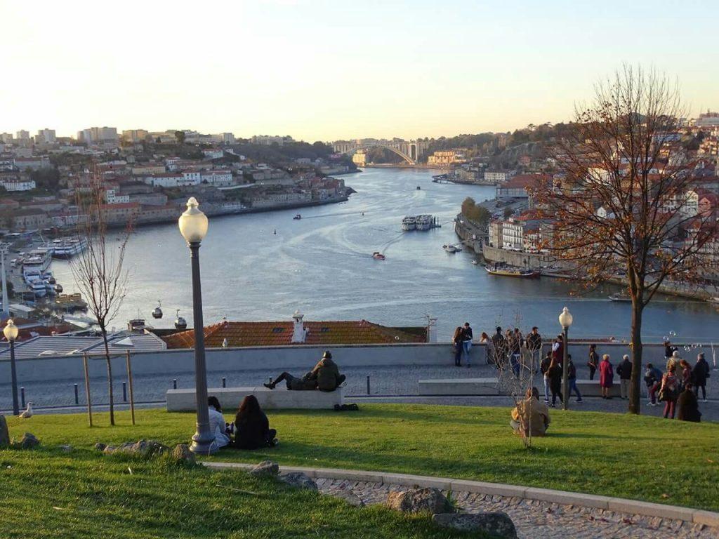 Passeio pelos jardins do Porto